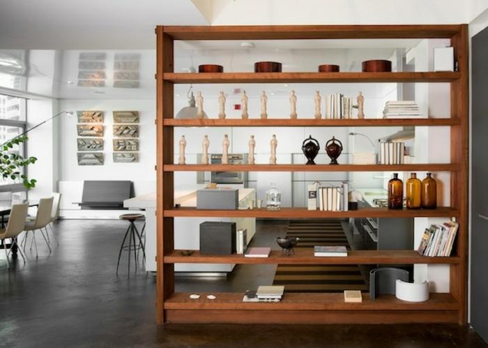 separadores de ambientes, grande estanteria de armario en un salón espacioso decorado en blanco y gris, diseño de interiores atractivo