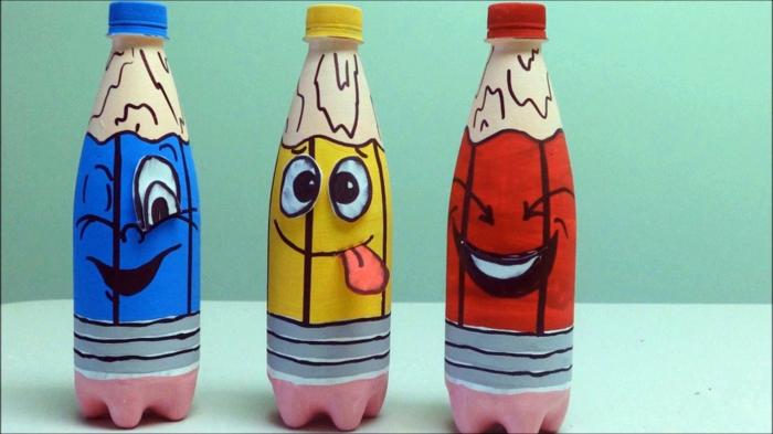 propuesta divertida para los pequeños, manualidades con botellas de plastico, botellas en rojo, amarillo y azul