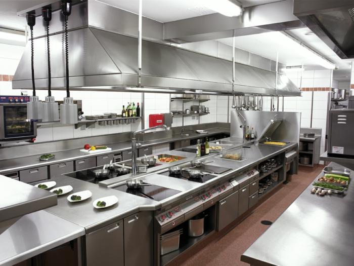 ideas para diseñar cocinas en estilo industrial, grande espacio con muebles funcionales laminados