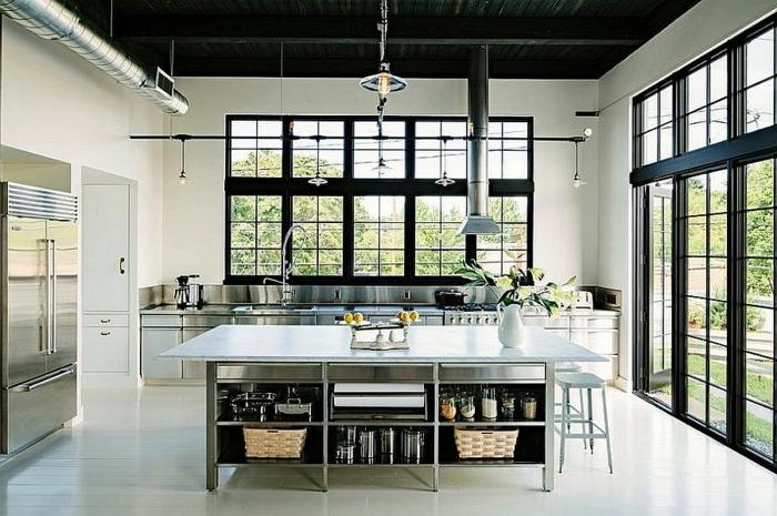 propuestas fabulosas de cocina moderna decoradas en estilo industrial, grande mesa de metal con almacenas funcionales