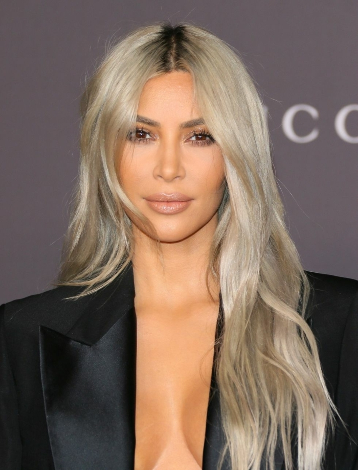 cortes de pelo media melena 2018, Kim Kardashian con pelo largo ligeramente ondulado, tendencias para el pelo largo 2018