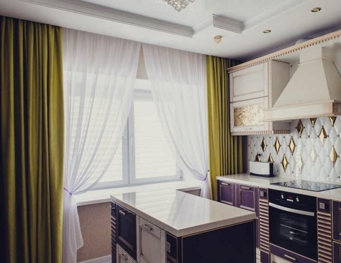 cortinas cocina, cortinas elegantes en color verde con visillo ligero de encaje, barra multifuncional en el centro de la cocina