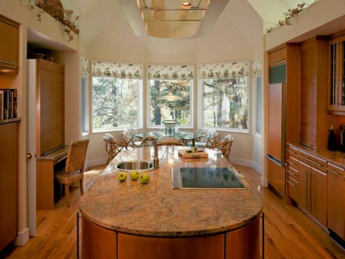 cortinas para cocina, grande cocina con barra multinacional, muebles de madera, cortinas con elementos florales en estilo provenzal
