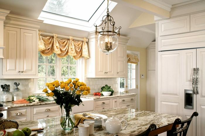 cortinas para cocina, cocina acogedora en estilo provenzal, cortinas coquetas en color champán, ambiente en blanco decorado con flores