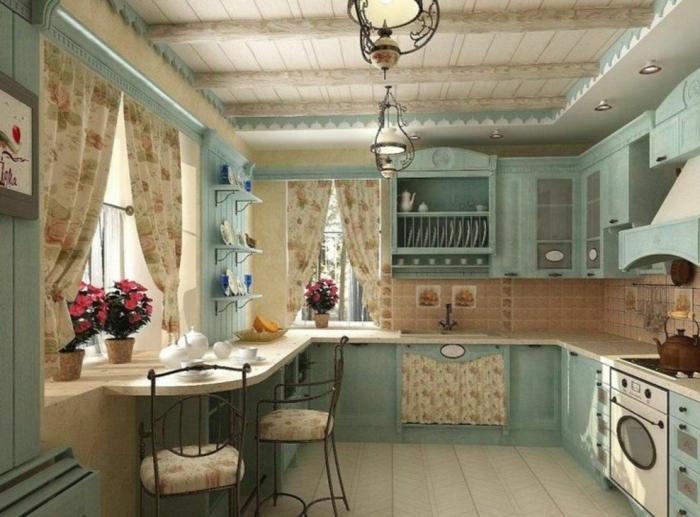 cortinas para cocina, propuesta romántica de cocina en azul suave y blanco, cortinas de algodón con estampado de rosas y flores decorativos