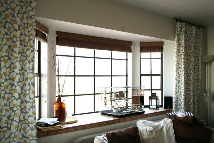 cortinas para cocina, cortinas juguetonas con estampado de flores, carpintería de madera, ambiente acogedor y luminosa