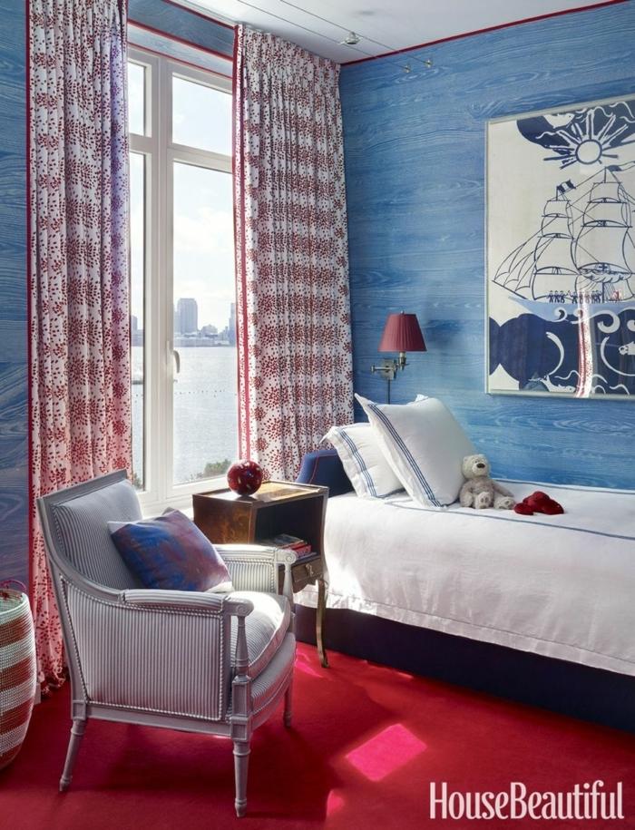 decoración de dormitorio en tonos de contraste, cortinas en blanco y rojo, cuadros decorativos con barcos
