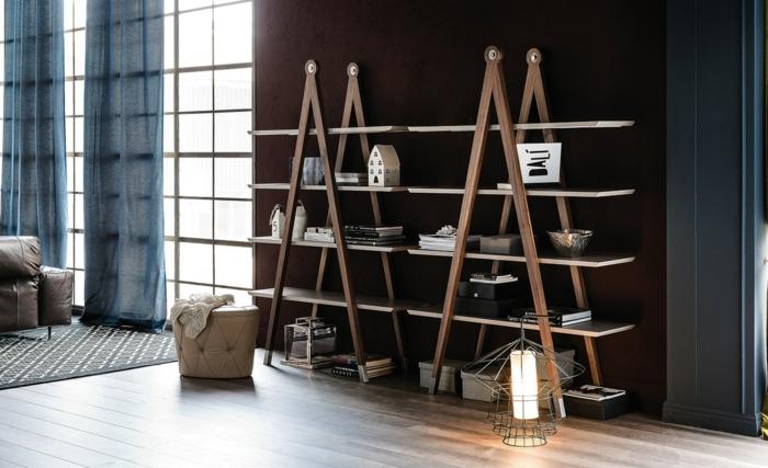 estantería moderna de madera, diseñoi minimalista, libros y decoraciones, baldas de madera, salón con suelo de tarima