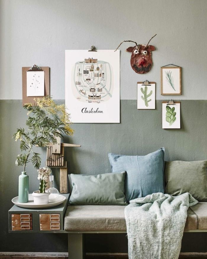 estilo escandinavo, salon pequeño, colores para salones, paredes en verde seco y blanco roto, decoración con dibujos infantiles, sofá con cojines