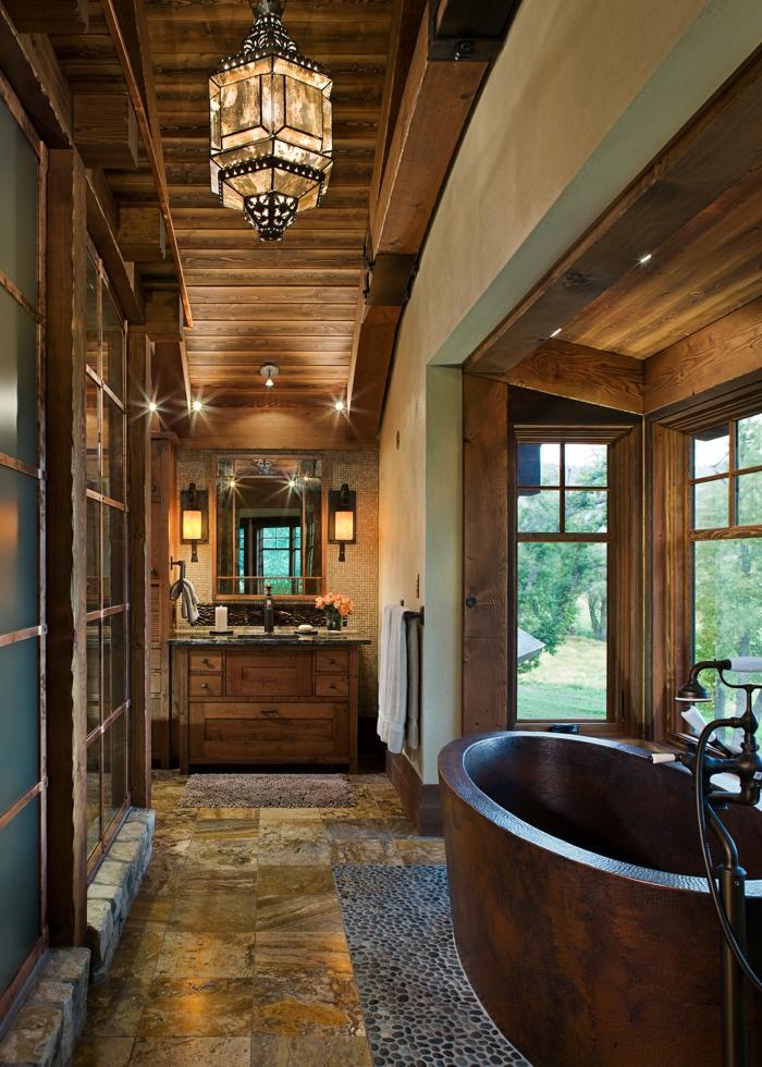ideas para estanterias para baños en estilo rustico, revestimiento de madera y azulejos, lámpara en estilo vintage