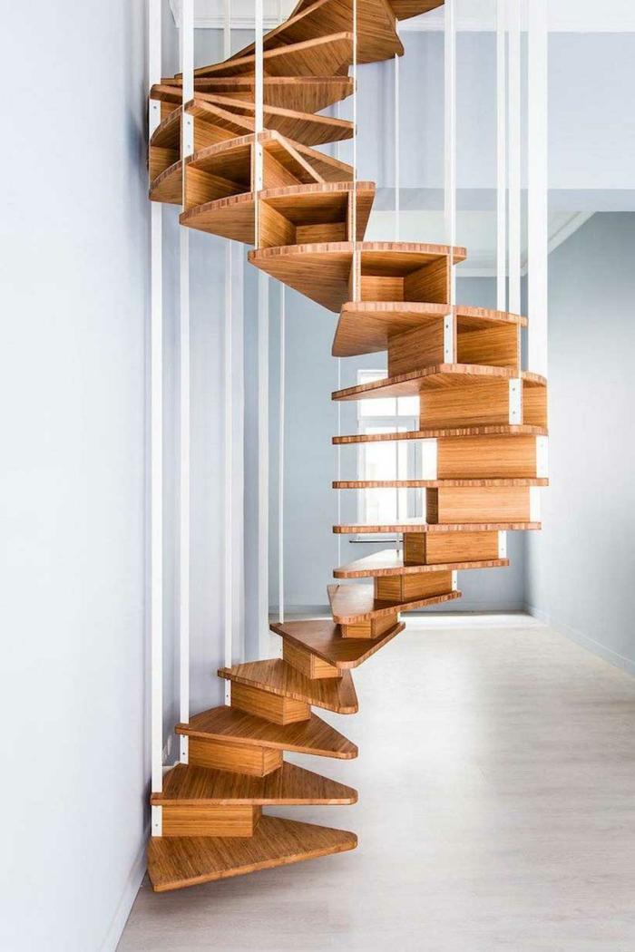 escaleras de interior, escalera moderna de madera tipo caracol con palos de plástico blancos, forma de esqueleto animal