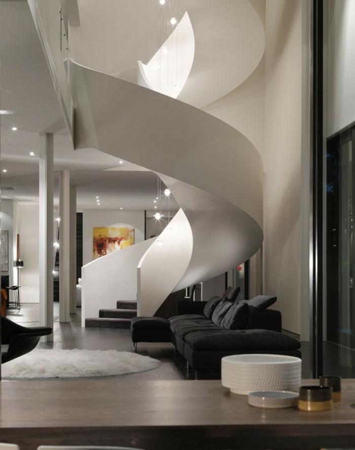 escaleras de caracol, salón grande moderno en blanco y negro, techo alto, escalera de caracol masiva de hormigón con escalones tapizados