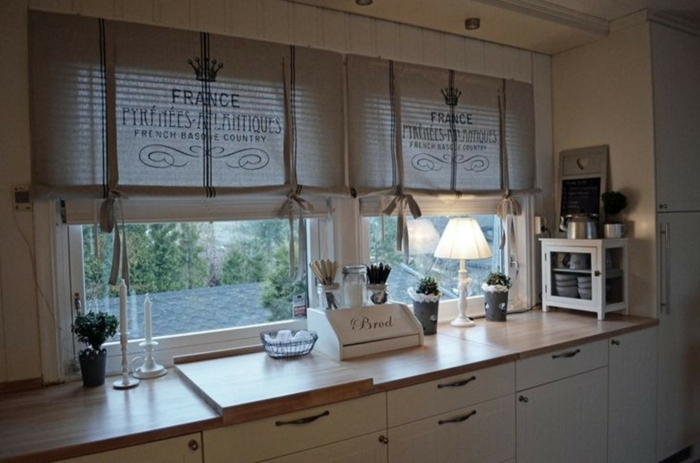 estores para cocina, preciosa idea con cortinas de tela de saco, cortinas DIY, cocina elegante en blanco