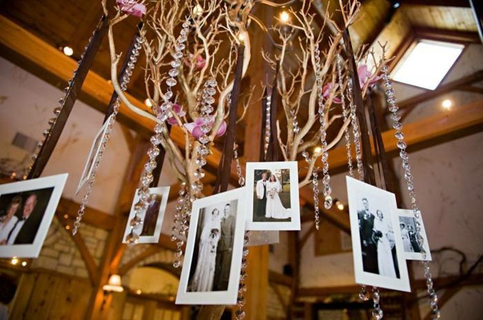 marcos de fotos originales, ideas atractivas para decorar tu boda, fotos en blanco y negro colgantes del techo