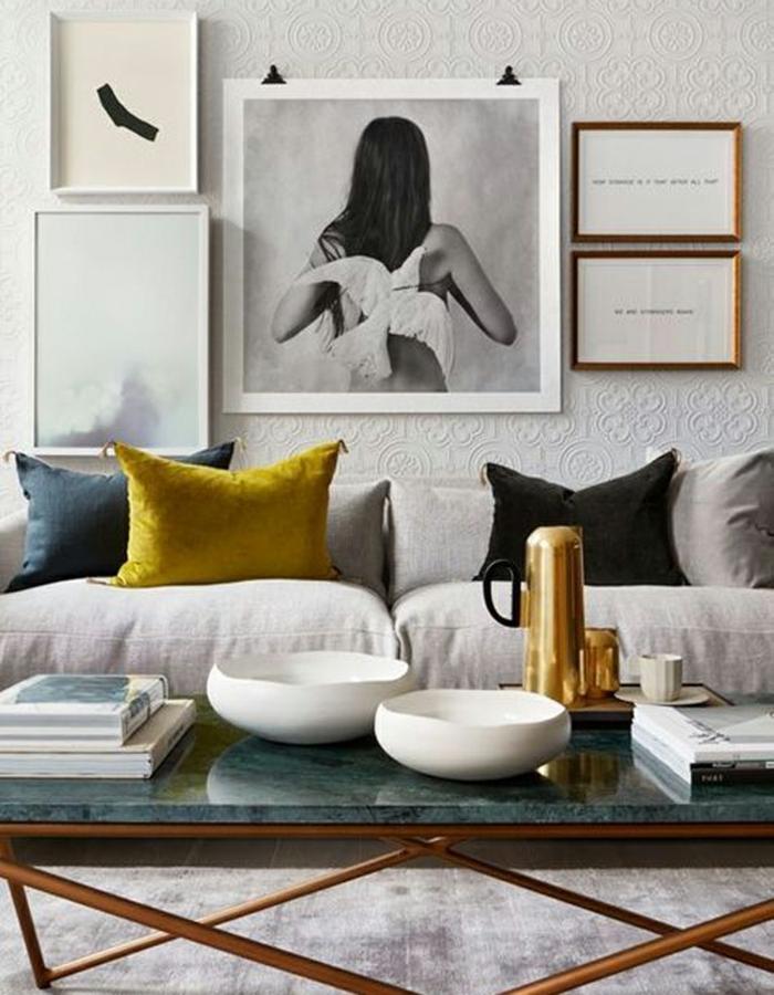 marcos de fotos originales, decoración para salones en estilo moderno, fotografía artística de una mujer con paloma blanca