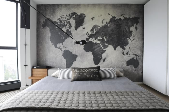 decoración con cuadros grandes, vinillo de pared con el mapa mundial, tonos de gris, lampara de diseño moderno