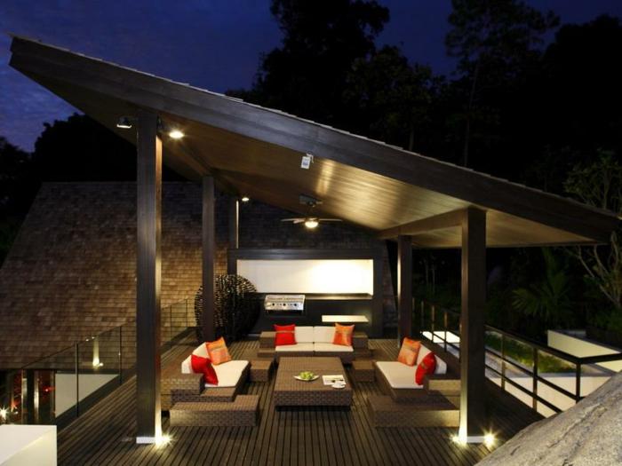 pérgola de madera con techo nivelado, terrazas decoracion en estilo minimalista, cojines decorativos en rojo y anaranjado