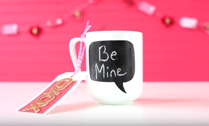 taza con mensaje, regalo para san valentín hecho a mano, que le puedo regalar a mi novio, mensaje escrito con tiza y tarjeta