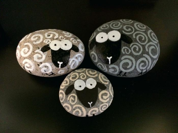 pintar con acrilico, piedras pintadas como ovejas, manualidad facil, divertida para niños, pintura acrilica en blanco y negro