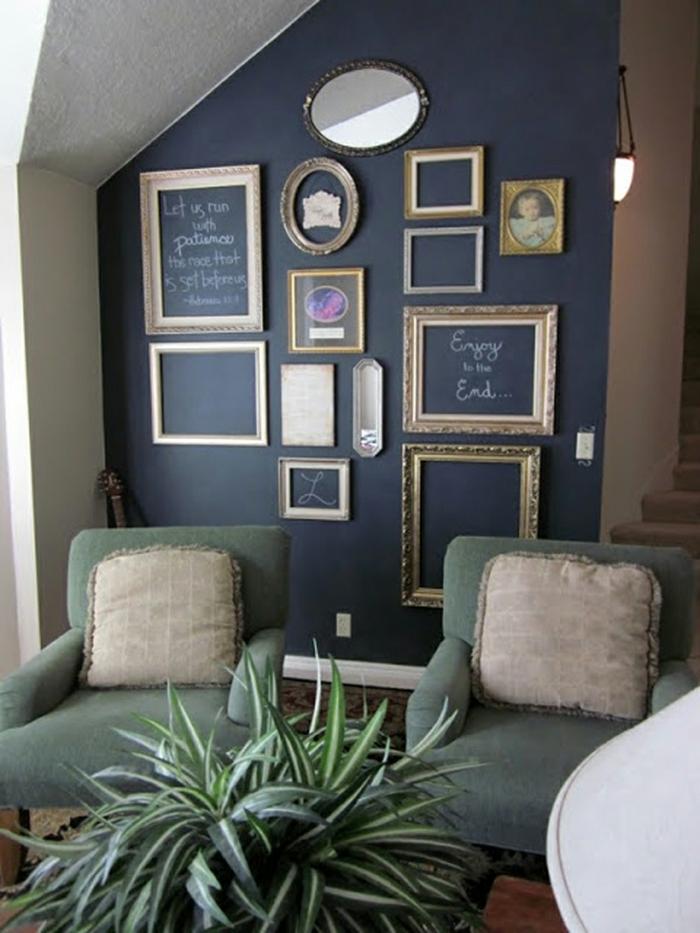 manualidades con fotos, idea original para un salón en estilo vintage, ambiente decorado en azul y verde, marcos de fotos ornamentados sin fotografías