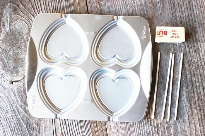 regalos san valentin, qué necesitas para hacer piruletas con sabor de vino tinto, molde en forma de corazones, palitos de madera