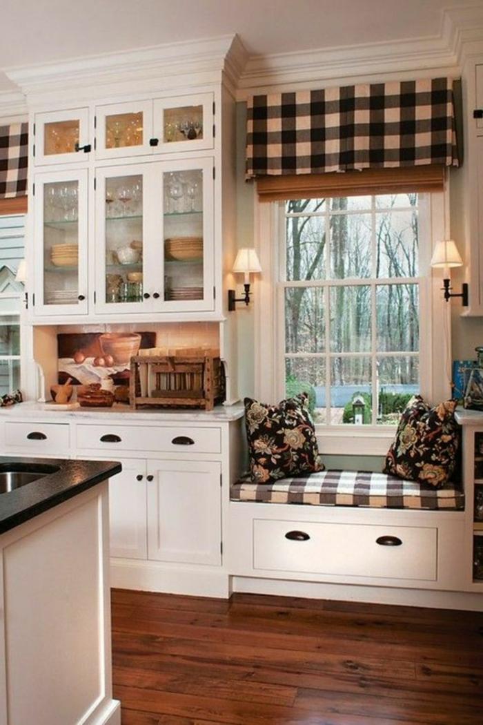estores para cocina, cortinas con estampado de cuadros, bonita idea para la cocina en blanco, armario de madera en blanco