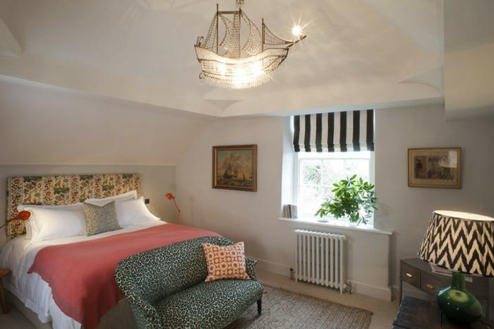 como usar colores habitacion como punto focal, estancia en estilo vintage, cama con cabecero original con motivos florales