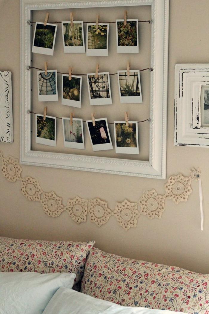 fotos familiares, preciosa manera de decorar el dormitorio, marco de madera pintado en blanco con ornamentos, fotos de diferentes tipos de plantas