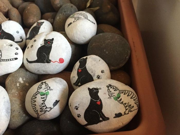 piedras pintadas a mano, decoración para macetas, piedras pintadas en blanco con imágenes de gatos negros con hilos