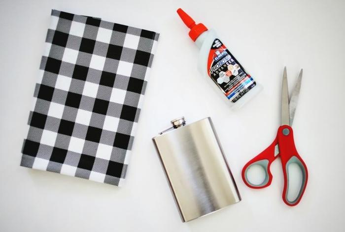 materiales necesarios para decorar una petaca de metal, tijeras petaca y papel estampada, ideas con botellas
