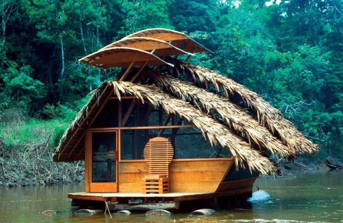 mini casas de ensueño, cabaña de madera flotante con decoración de plantas en el techo, pequeña plataforma de madera que sirve de terraza