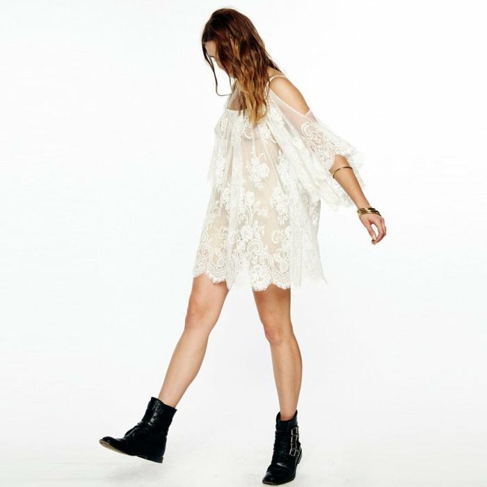 vestidos ibicencos baratos, mujer con botas negras, vestido semi transparente con encaje, color blanco, hombros caidos, mangas anchas