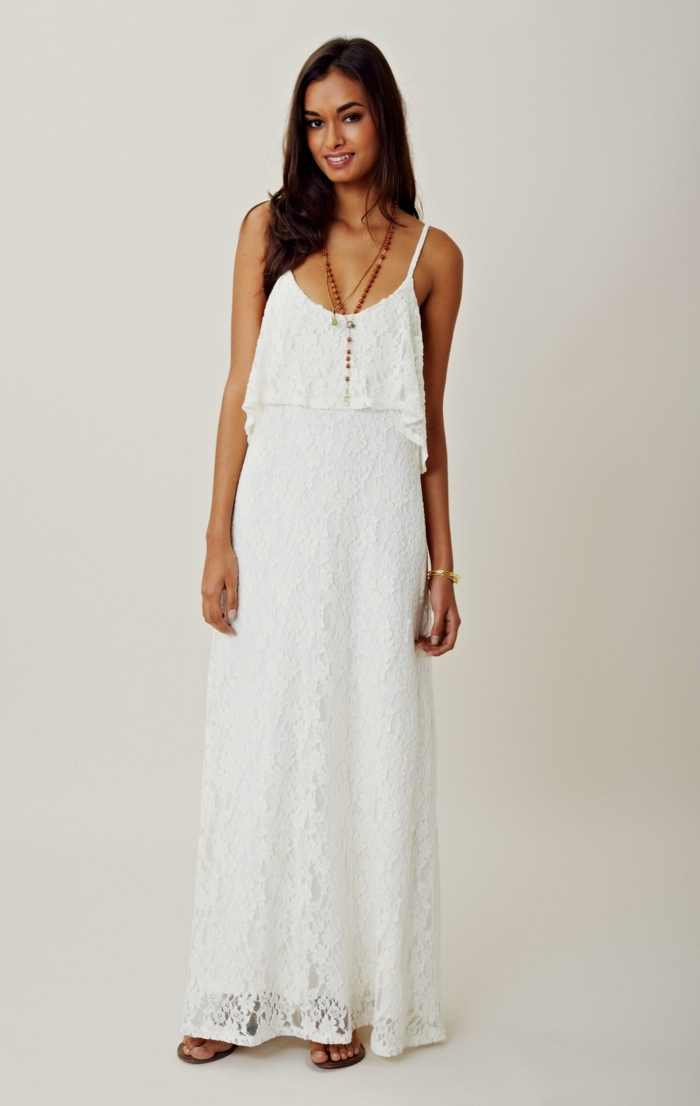 vestidos ibicencos baratos, vestido largo blanco con escote redondo, con correas y encaje, collar de piedras rojas