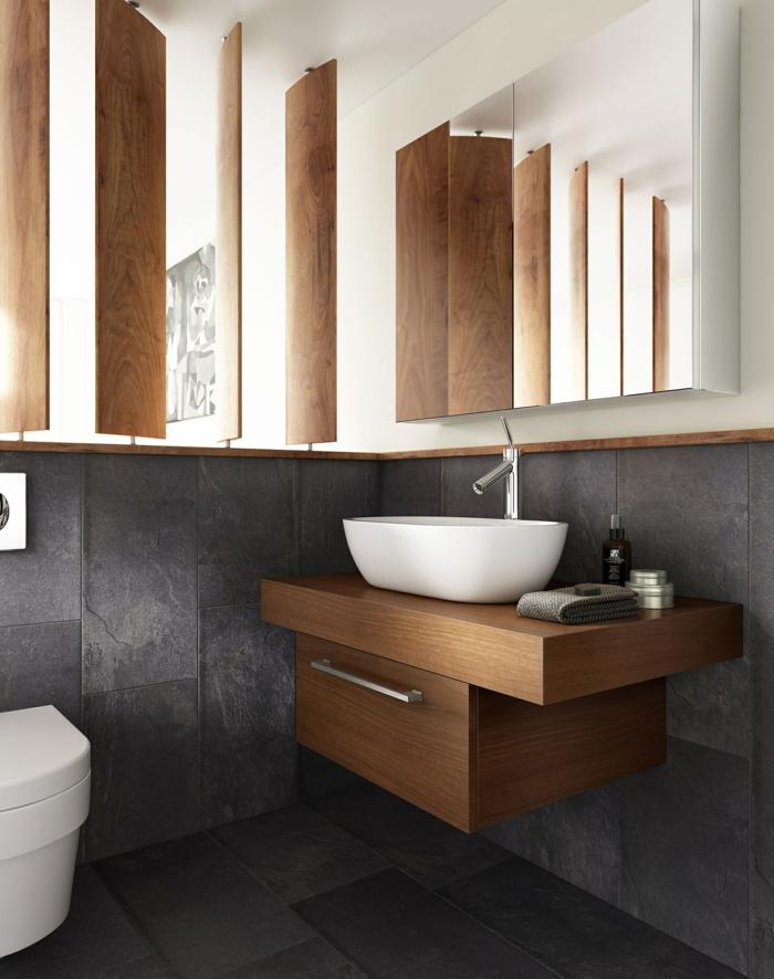 mueble de lavabo de madera con cajón, baldosas negras, baños pequeños, armario con puertas de espejo, estilo moderno