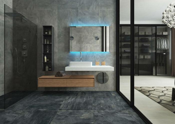 baño de lujo en gris, suelo y paredes con baldosas de granito, armarios de baño, armario con luz azul, ducha de obra
