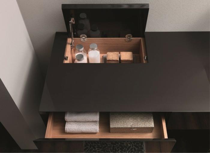 decoración moderna, mueble lavabo, armario de madera con cajón, productos cosméticos, idea para baños