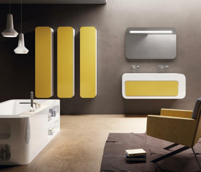 decoración baño en amarillo, muebles de baño, plástico, bañera rectangular, lámparas colgantes, sllón y tapete
