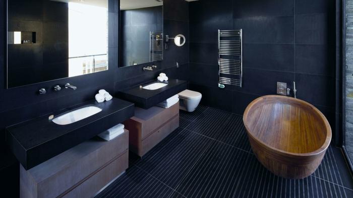muebles de baño, decoración en negro y marrón, bañera de madera, dos lavabos, espejos grandes, ventanal, suelo con baldosas