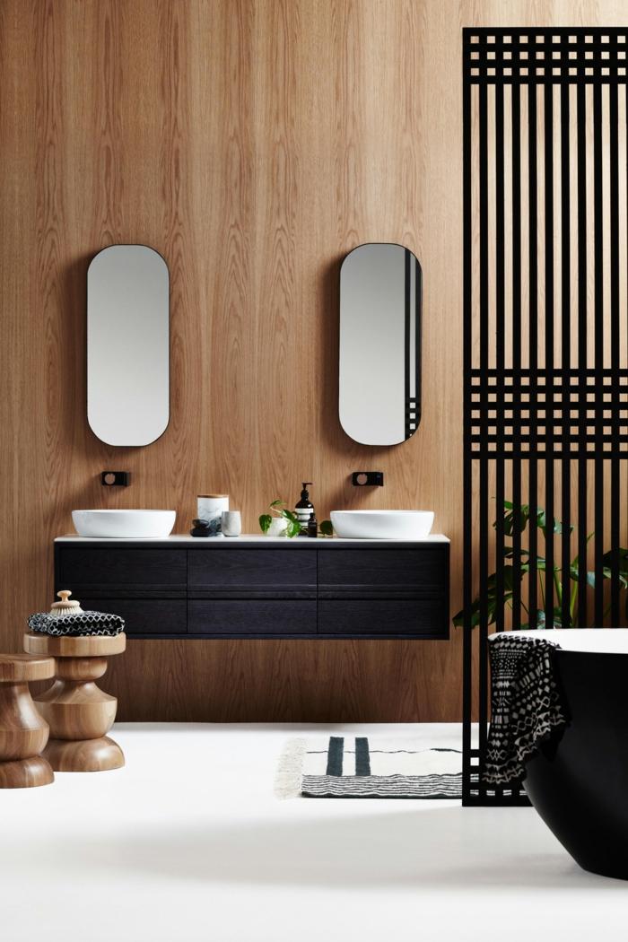 baño pequeño, muebles de baño modernos, mámpara reja negra, lavabo doble y espejos ovalados, mueble de lavabo de madera, taburetes