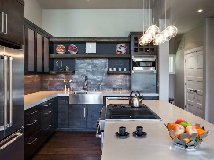 cocina en tonos terrosos, cómo diseñar cocinas en estilo industrial con toque vintage, grande barra con lavabo empotrado