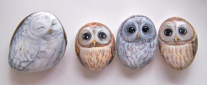 pintar piedras, piedras decorativas pintadas con acrilico con cara de buhos, arte en piedras, manualidades