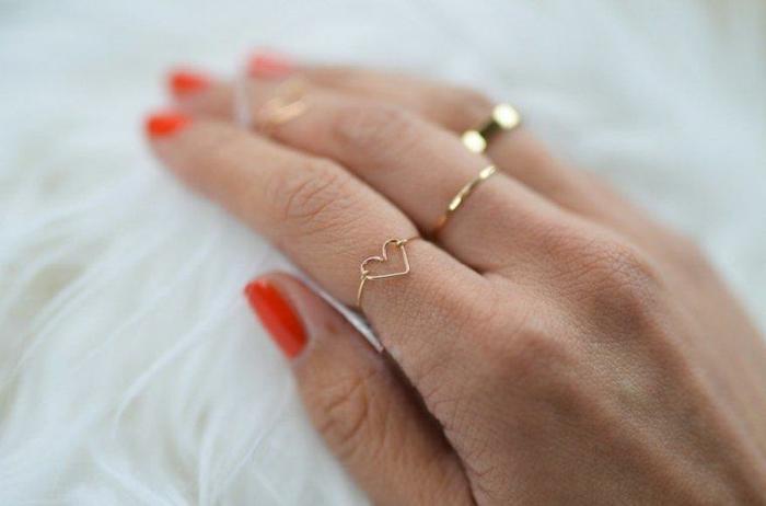 sorpresas romanticas para el día de los enamorados, anillo de compromiso en forma de corazón, gestos románticos San Valentín