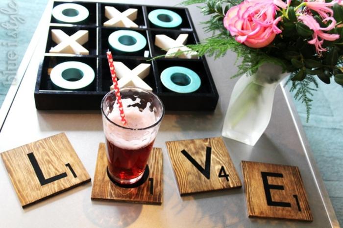 bonita sorpresa para el día de los enamorados con trozos de madera con letras y números, regalo sorpresa para tu pareja