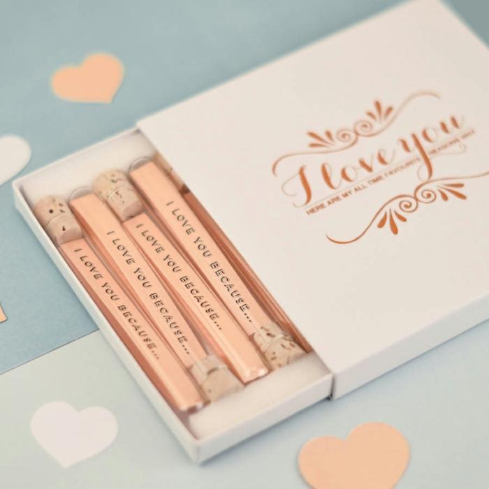 caja con papelitos de amor, las razones por quye te quiero, regalos originales para novios, papel color melocoyón, tapos de corcho