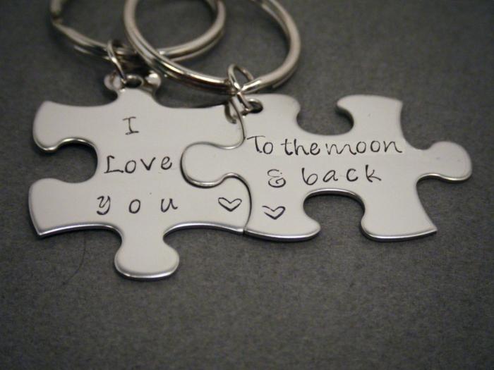 puzzle de metal, llavero en dos partes con frase romántica, propuesta de regalo para san valentin, como sorprednder a tu novio