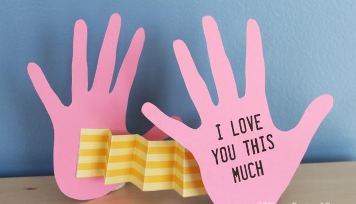 manualidades de cartulina, manos abiertos de cartulina rosada, te quiero así de mucho, como sorprender a tu novio, tarjeta romantica