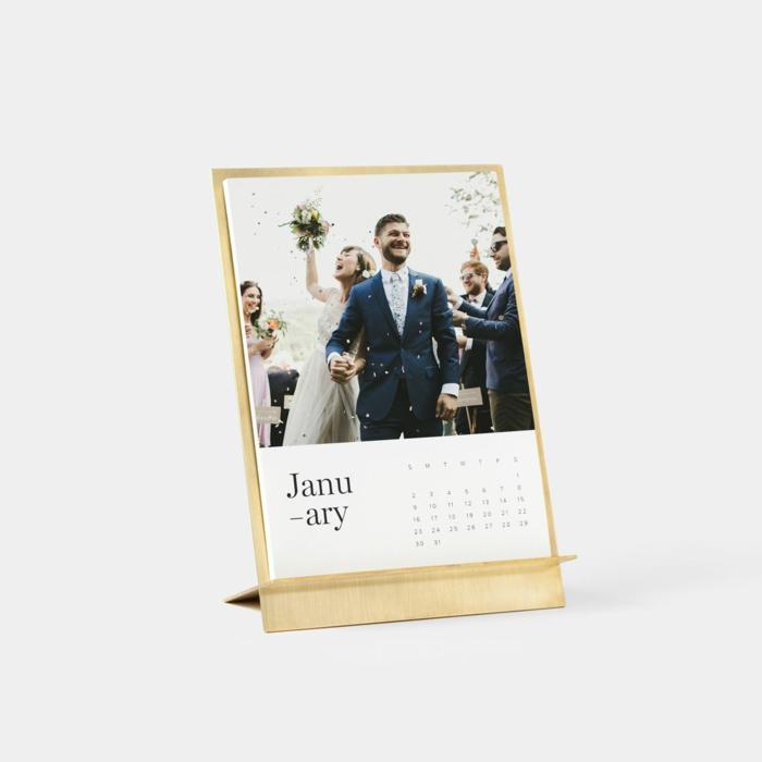 calendario romántico de cartón con fotos de una pareja, mes de enero con foto de boda, manualidades san valentín