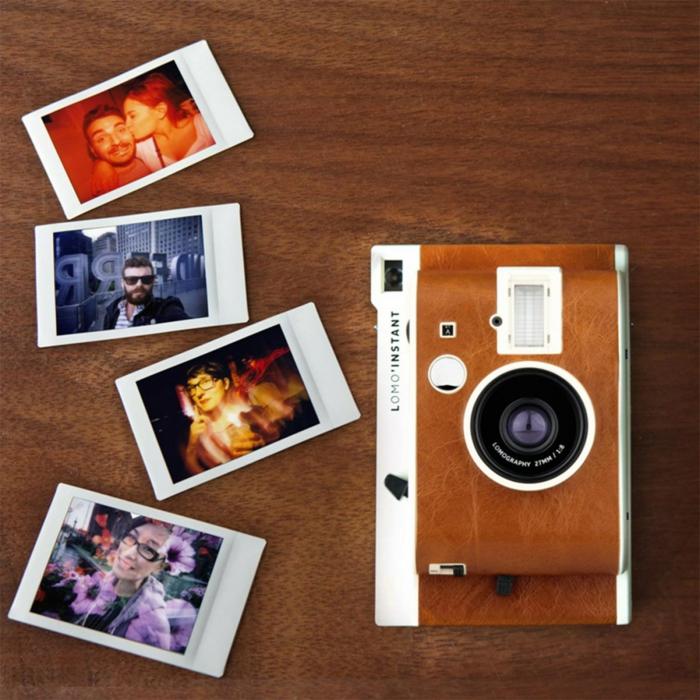 cámara fotográfica instantánea con fotos ya sacados, idea de regalo san valentín, qué regalar a tu novio, ideas vintage