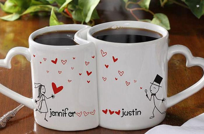 tazas de café románticas con dibujos y nombres, ideas para san valentin, asas en forma de corazon, porcelana blanco