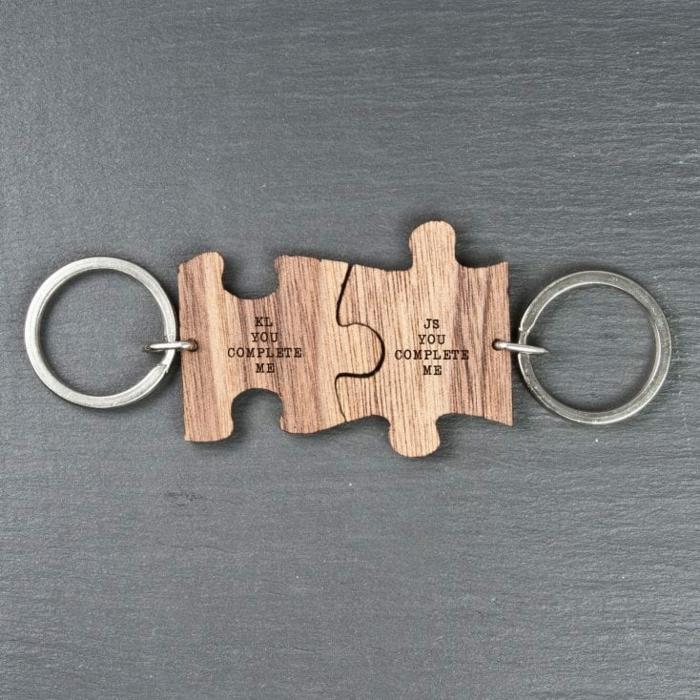llavero como puzzle para enamorados, madera y metal, tú me complementas, mensaje grabado, ideas para san valentín